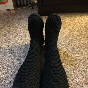 Women size 8 black knit boots.